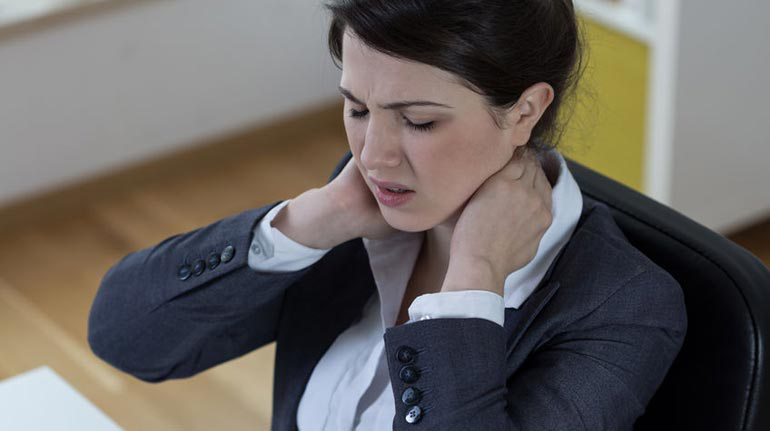 3 ways to hurt your neck.